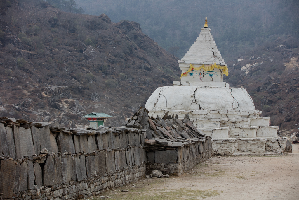 Damaged stupa in Khumjung