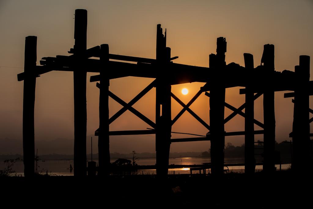 Sunrise at Amarapura bridge