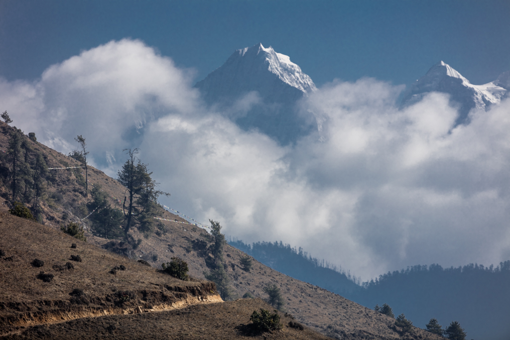 View of Everest shortly after Junbesi