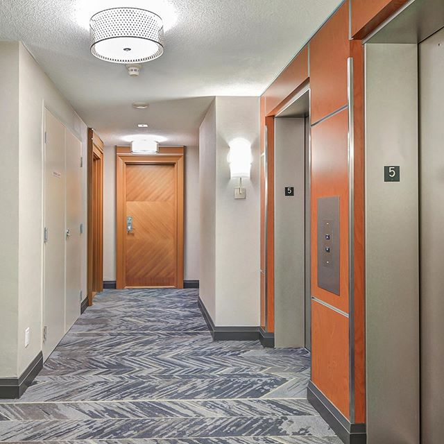 We love how bright and refreshed these corridors at a downtown condo look now! Thank you @shawcontract, @odysseywallcoverings, @dainolite, @formicagroup.