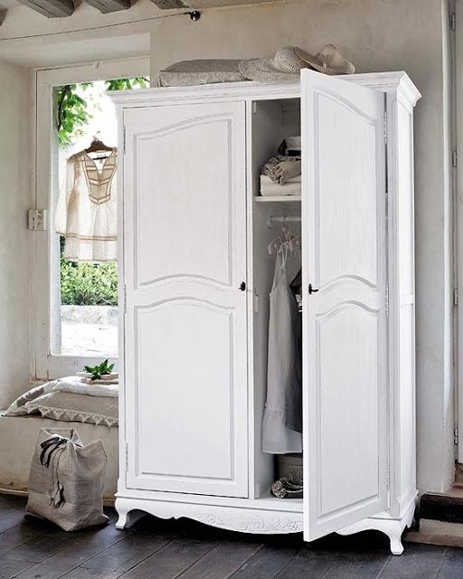 my+paradissi+small+closet+organizing+tips+5.jpg