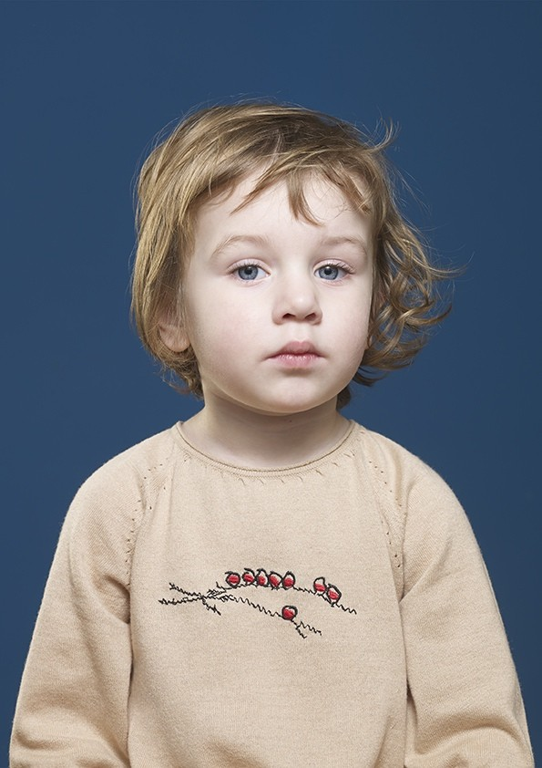 Kidscase beige jumper. Cool clothing for girls and boys.  Photography by Blommers and Schumm