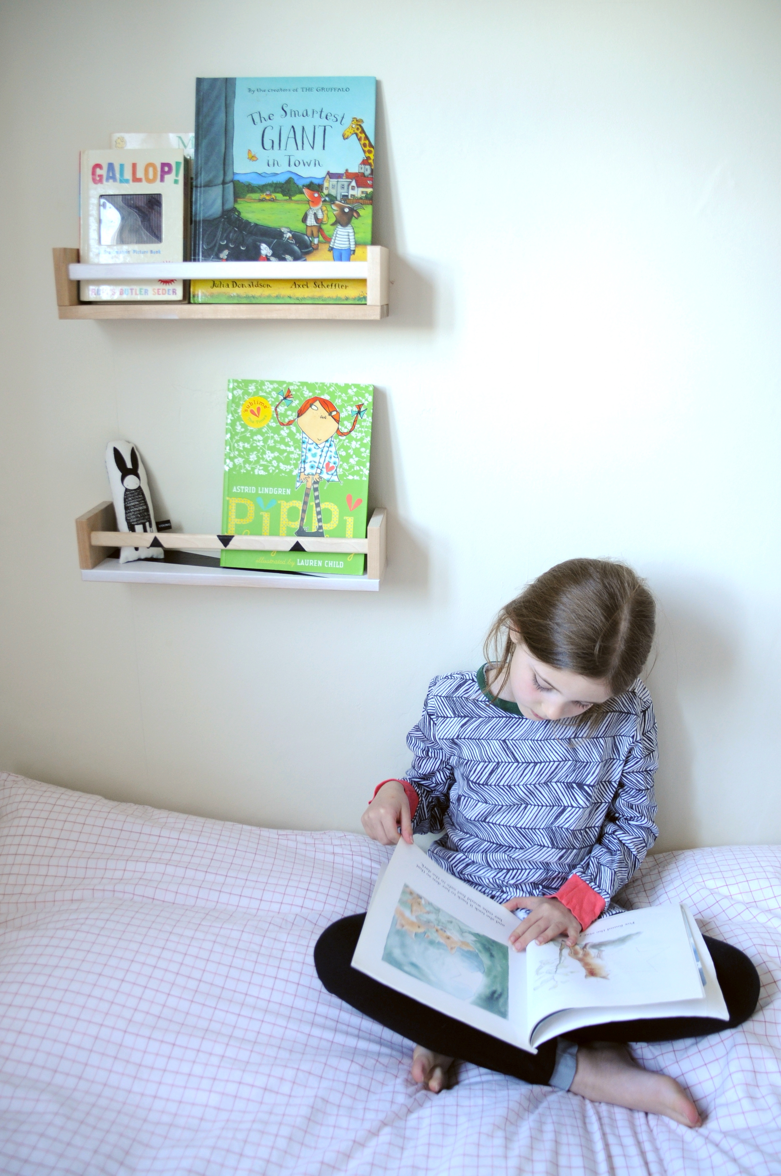 Pippa enjoying her bookshelves wearing The Bright Company Young Double Slim Jyms £26