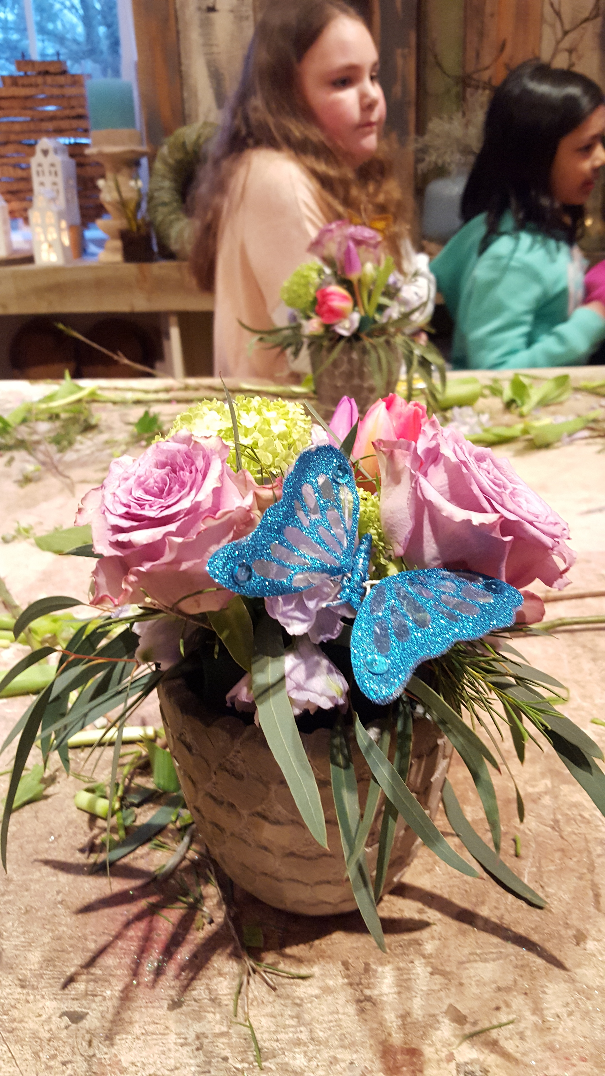 Adding pretty extras to the design. All in One Season Dutch floral party workshop