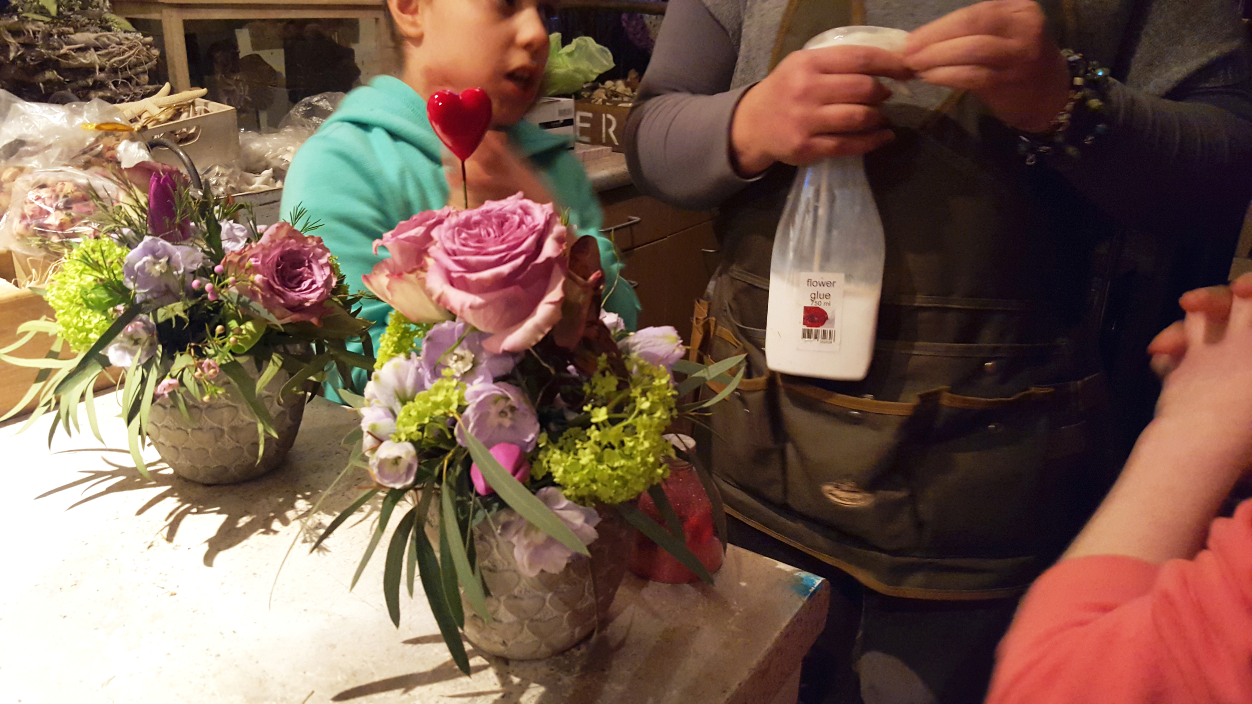 Adding glitter to the design. All in One Season Dutch floral party workshop