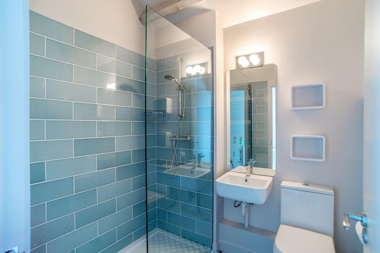 The Loose Box - Shower Room.jpg