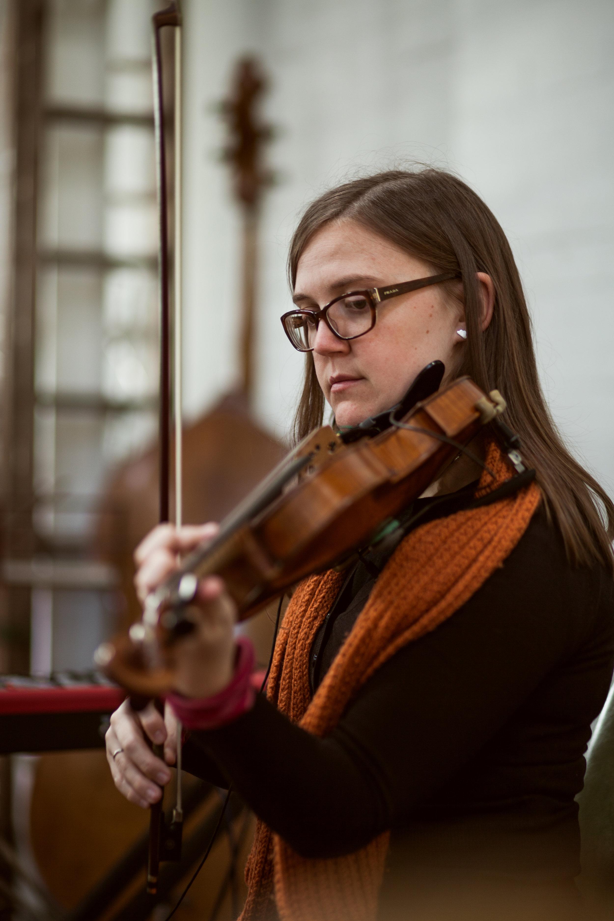 Lizzy Welsh, violin
