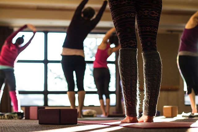 Our annual Women's Ski and Yoga Retreat is coming up in February and will be here before we know it, but it's not too late to register! The wonderful Bree with @motiveyogaco will be teaching yoga throughout the weekend, and you will get ample opportunity for skiing AND relaxing. @sun_mountain_lodge is the perfect place to rejuvenate your mind and body. Link in bio to learn more!