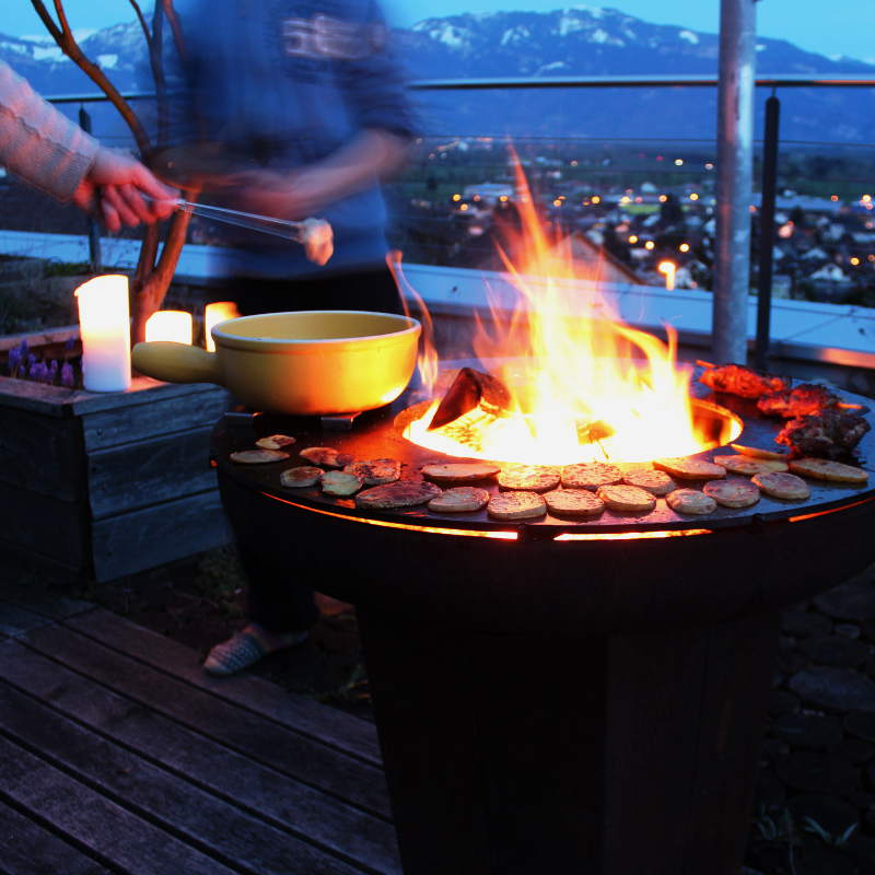 YAGOONA-Ringgrill-holz-feuer-wood-fire-ring-grill-barbecue-in-action09a.jpg