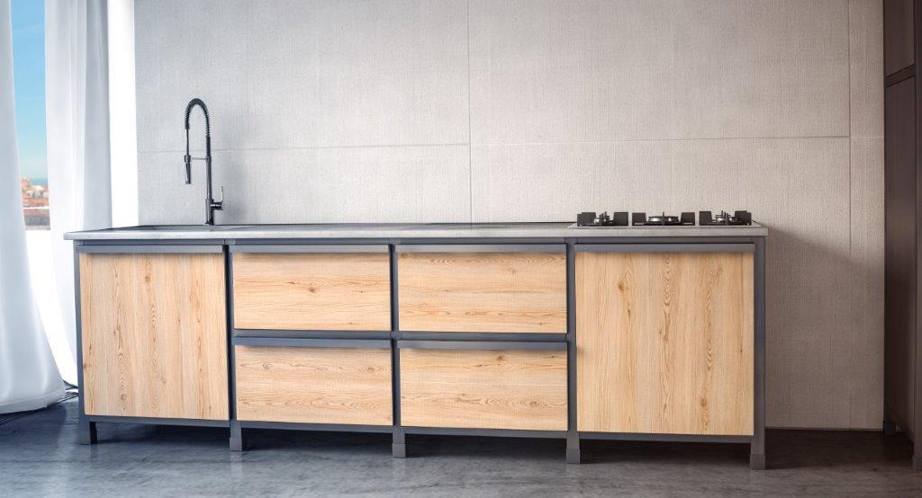 Cucina con rivestimento in legno.jpg