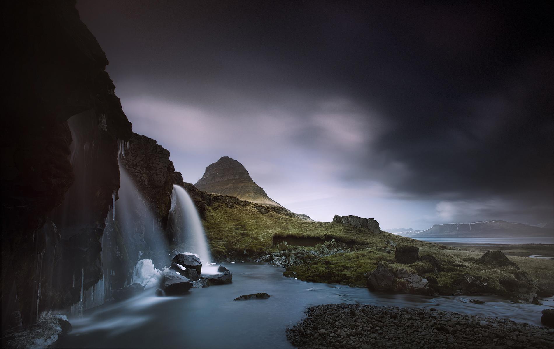 Kirkjufell_waterfall_006rgb-1.jpg