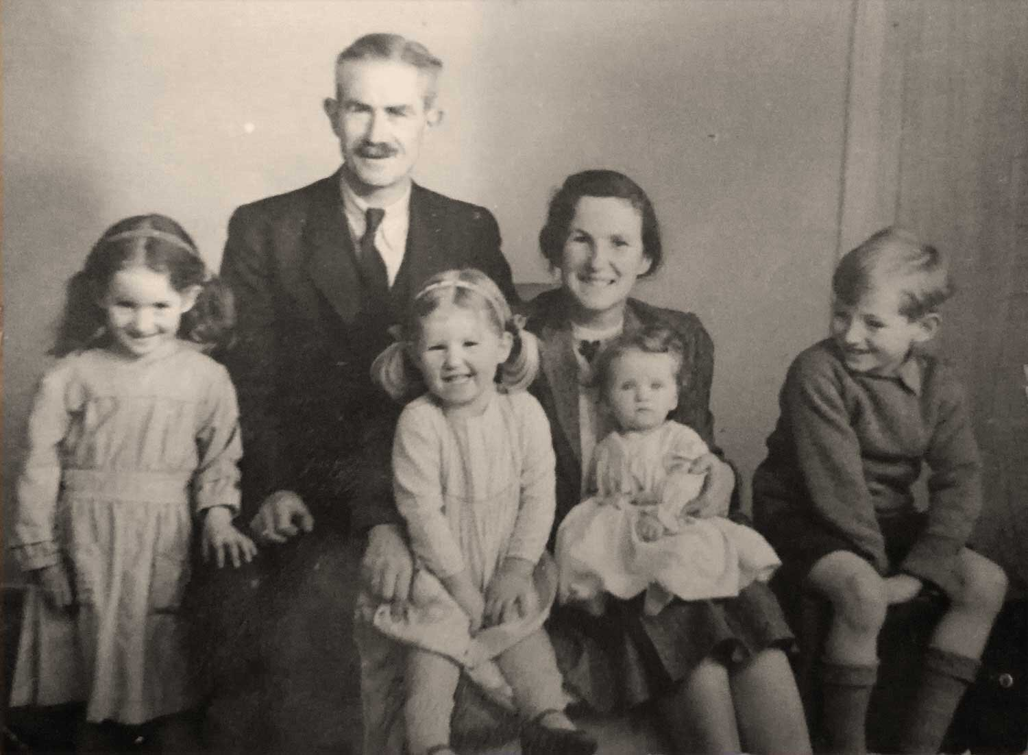 Casty Cobb with husband Arthur, daughters Miranda, Eleanor, baby Clarissa and Son Stephen c1947