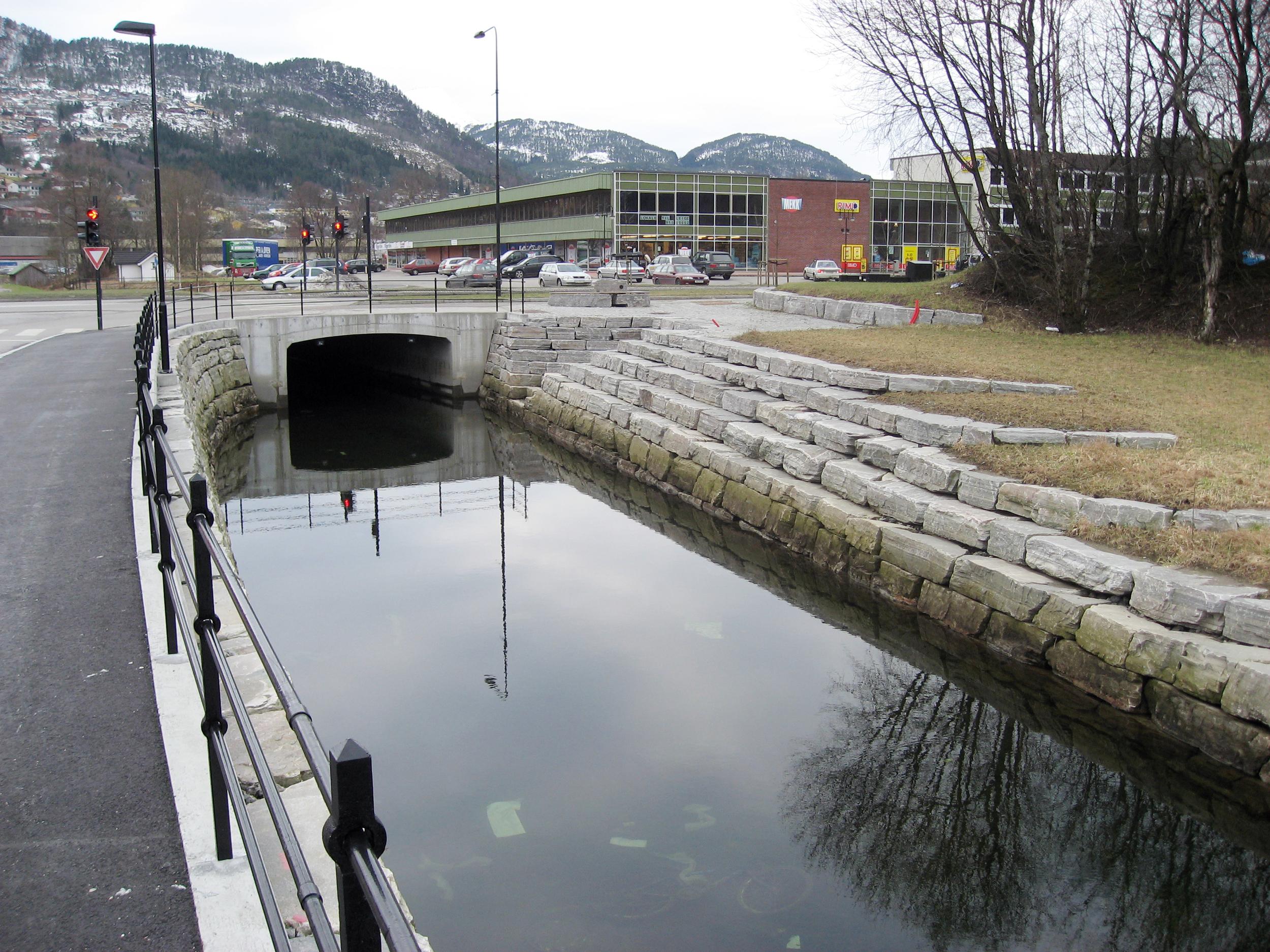 Kanal, Førde   Førde kommune