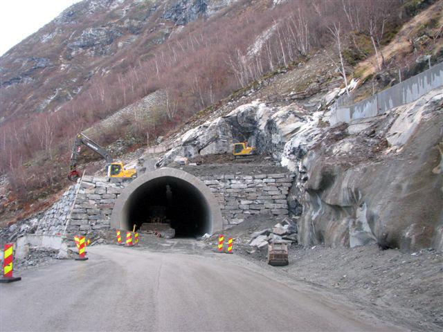 Naustbokttunnelen, Årdal