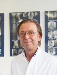 Dr, Hans Aukes