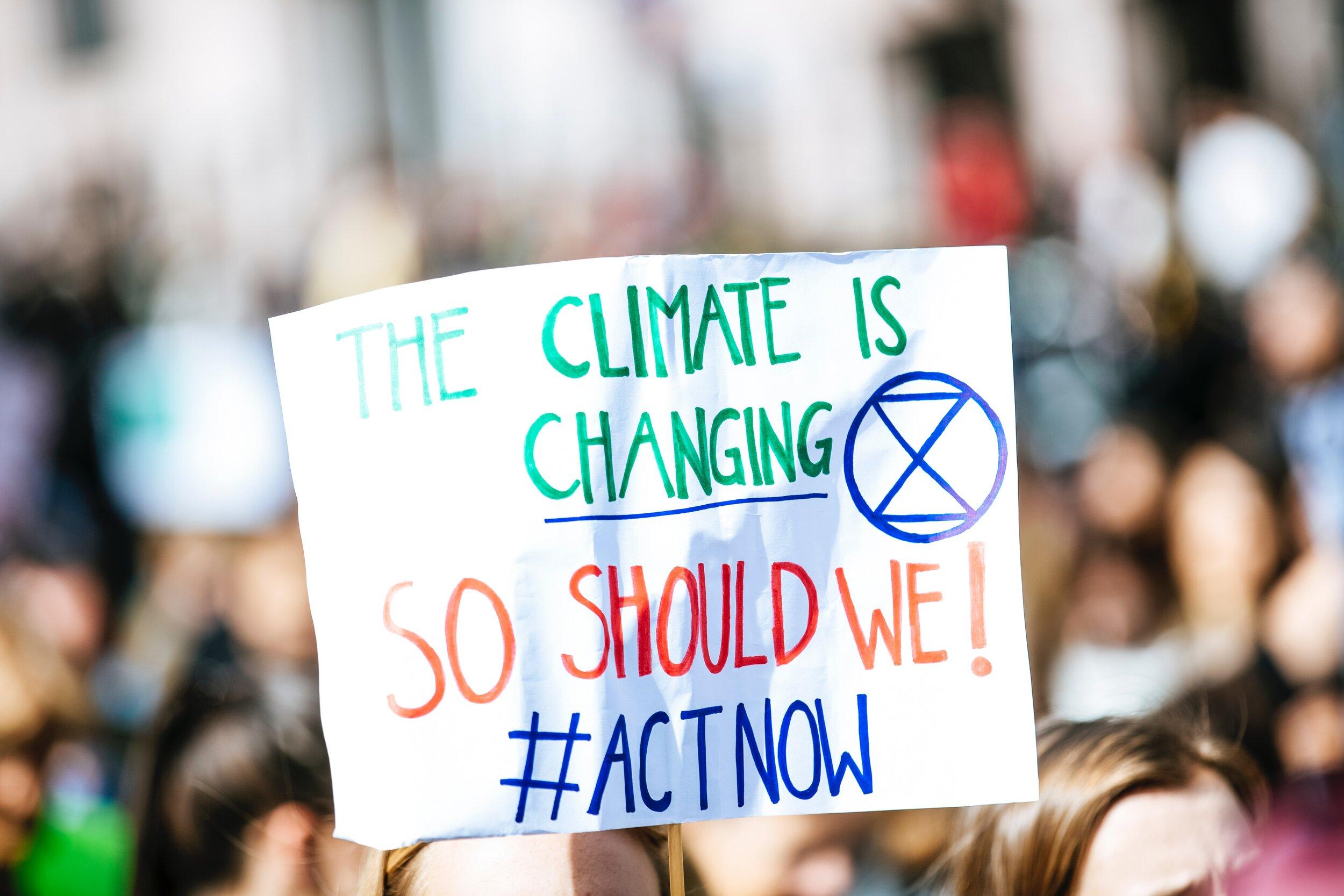 """Zur adaptiven Herausforderung """"Klimawandel"""" können sowohl Aktivisten als auch Staats- und Regierungschefs führen."""
