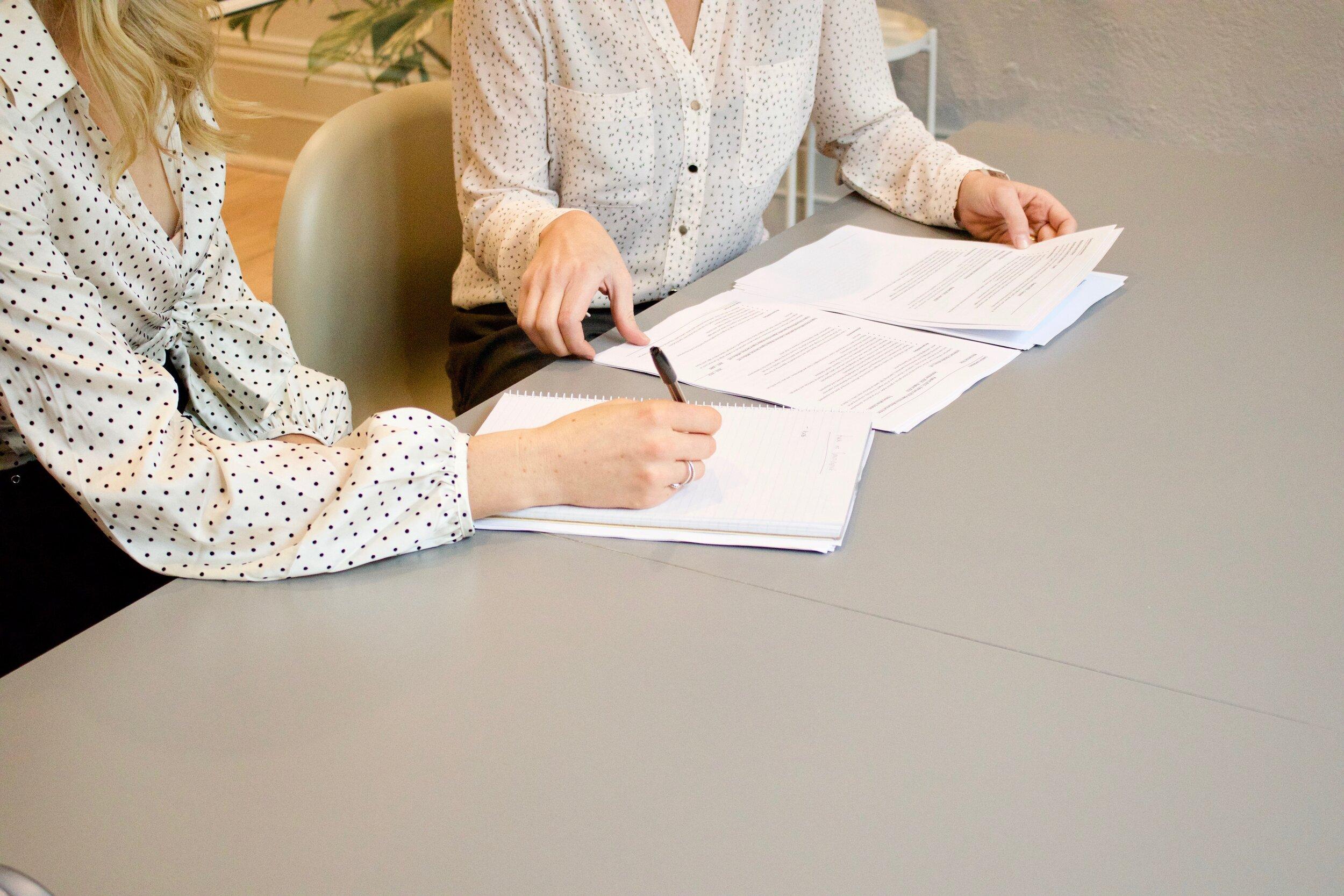 Führen kann sowohl die Chefin als auch die Mitarbeiterin.
