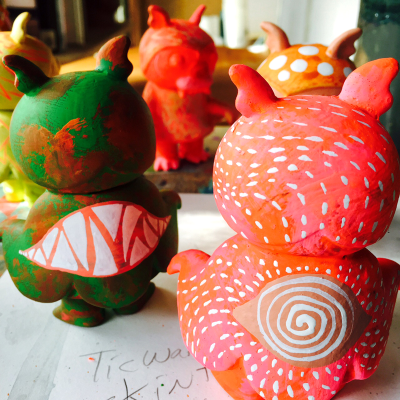 At the crack of early Friday morning pacific time I will be releasing a batch of one off Steven and Frederick on gravytoys.com.  These are all handpaint style harking backward before the era when the airbrush was my main tool. These were all made with green and orange base colors and then lots of layering while listening to the beat of the Boredoms drums.  I will also be releasing new prints on bwanaspoons.com and gravytoys.com  Hope you dig them as much as I do. Happy Halloween.