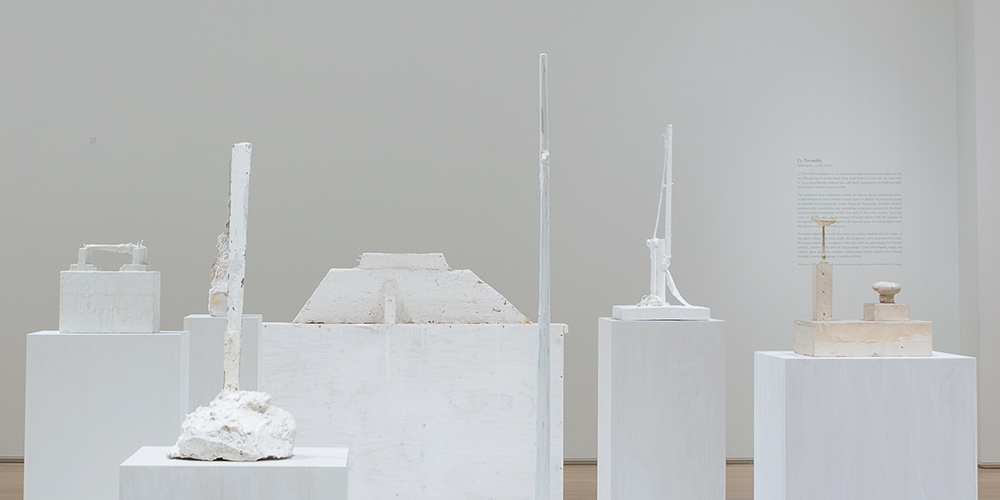 Cy Twombly / Felix Gonzalez-Torres Installation, Gallery 293A, Art Institute of Chicago. Photograph: Art Institute of Chicago