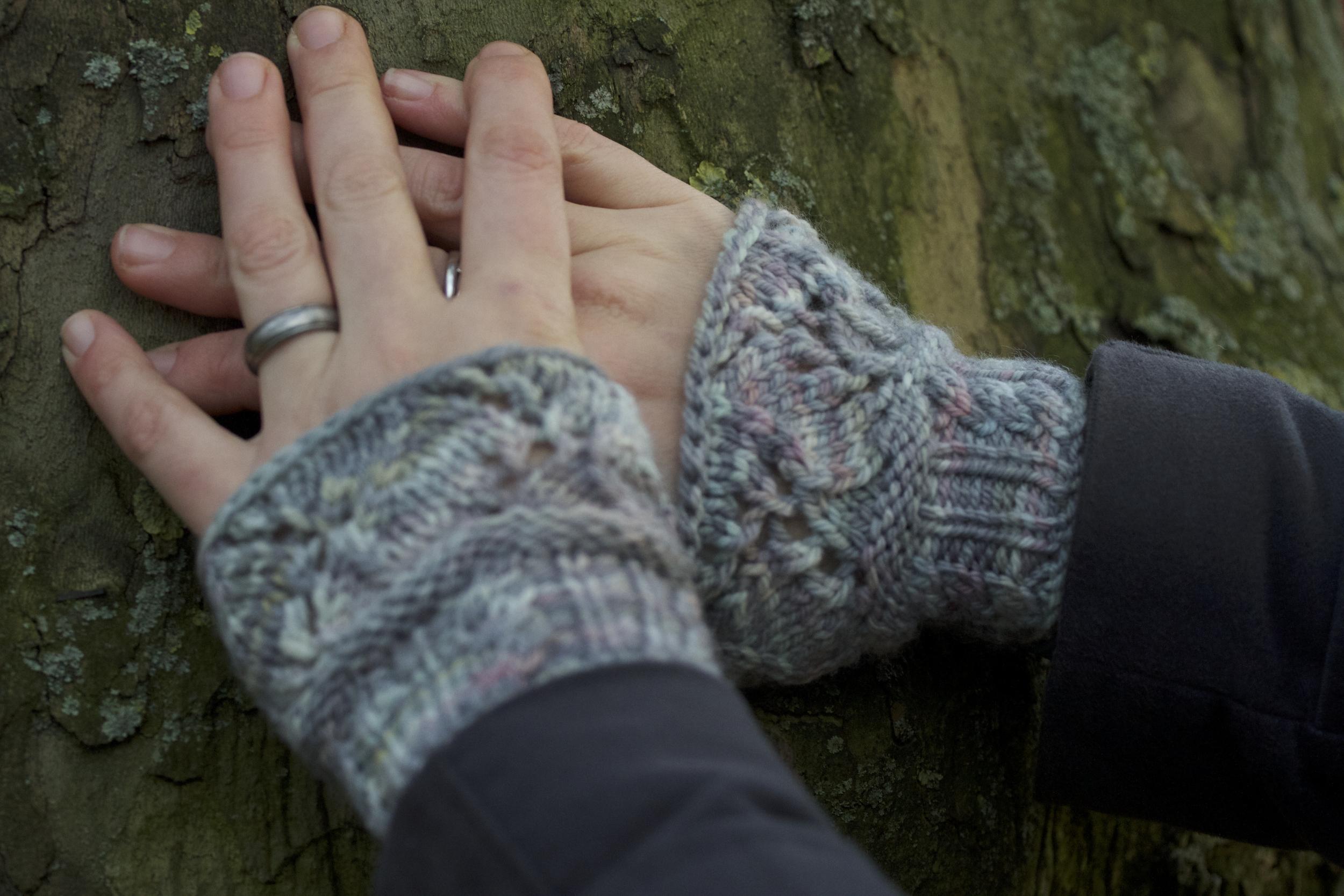 Grey wristwarmers - closeup.jpg
