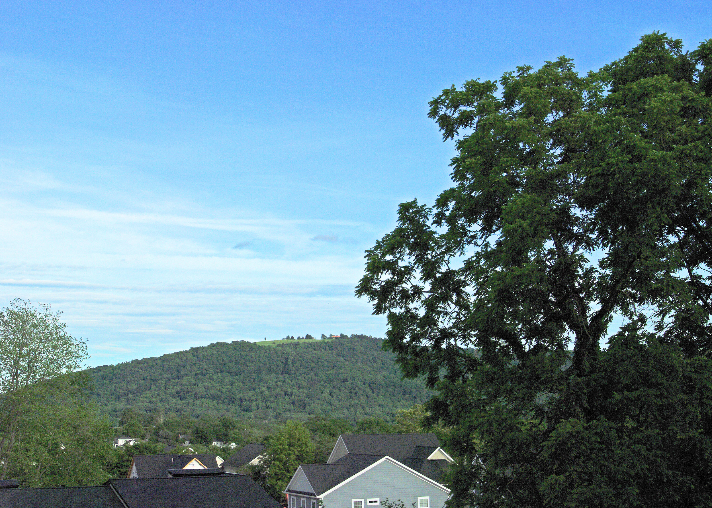 you can't find that many places in town with a view like this one from the upper porch.