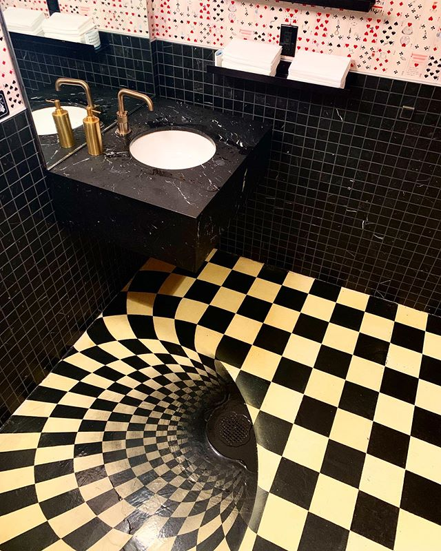 Happy Friday! Check out this restroom floor I stumbled upon at the @chicagomagiclounge ! A great reminder that Experiential Graphic Design is possible on nearly any surface.