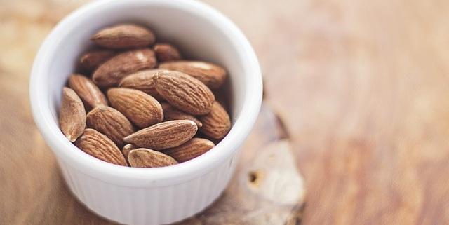 almonds-768699_640.jpg