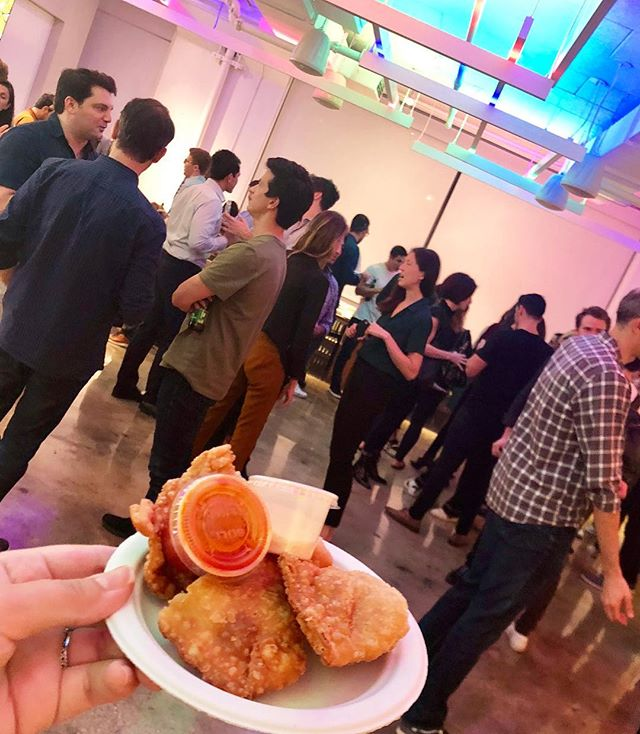 Work lunch or #happyhour?! Give us a call - adding #empanadas to your work day will only make it that much better!!! 📍Two Sigma Ventures Fall Happy Hour  #eeeeeats #buzzfeast #huffposttaste #nyc #urbanspacegarment #highline #food #spicymayo #hotsauce #urbaneats #foodie #foodiesofinstagram #lasonrisafoods #lasonrisaempanadas