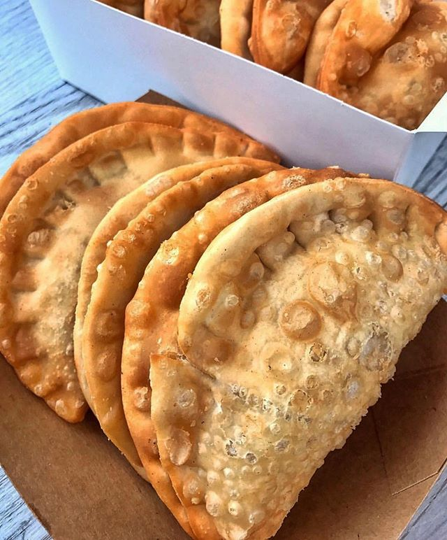 Empanada lunch?! Yep! Take your offices order & ask for a frequent fryer card- after 9 emps your 10th is free!! #empanadas #empanada #urbaneats #urbanspacegarment #eeeeeats #buzzfeast #nyc #yum #catering #lunch #spicymayo #foodie  #foodiesofinstagram #food #nyceeeeeats #huffposttaste