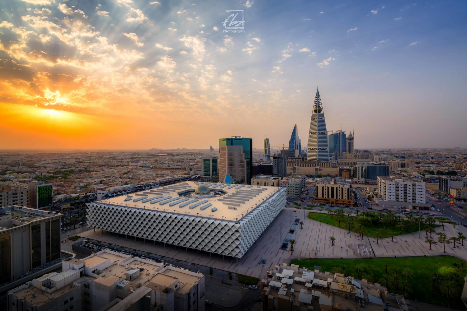Al-Faisal skyscraper - Things to Do in Saudi Arabia