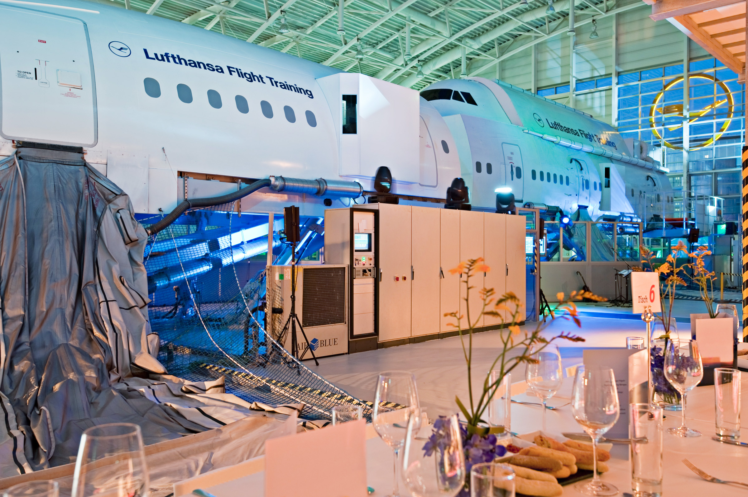 LFTC FRA Simulatorhalle Blick auf Airbus.jpg