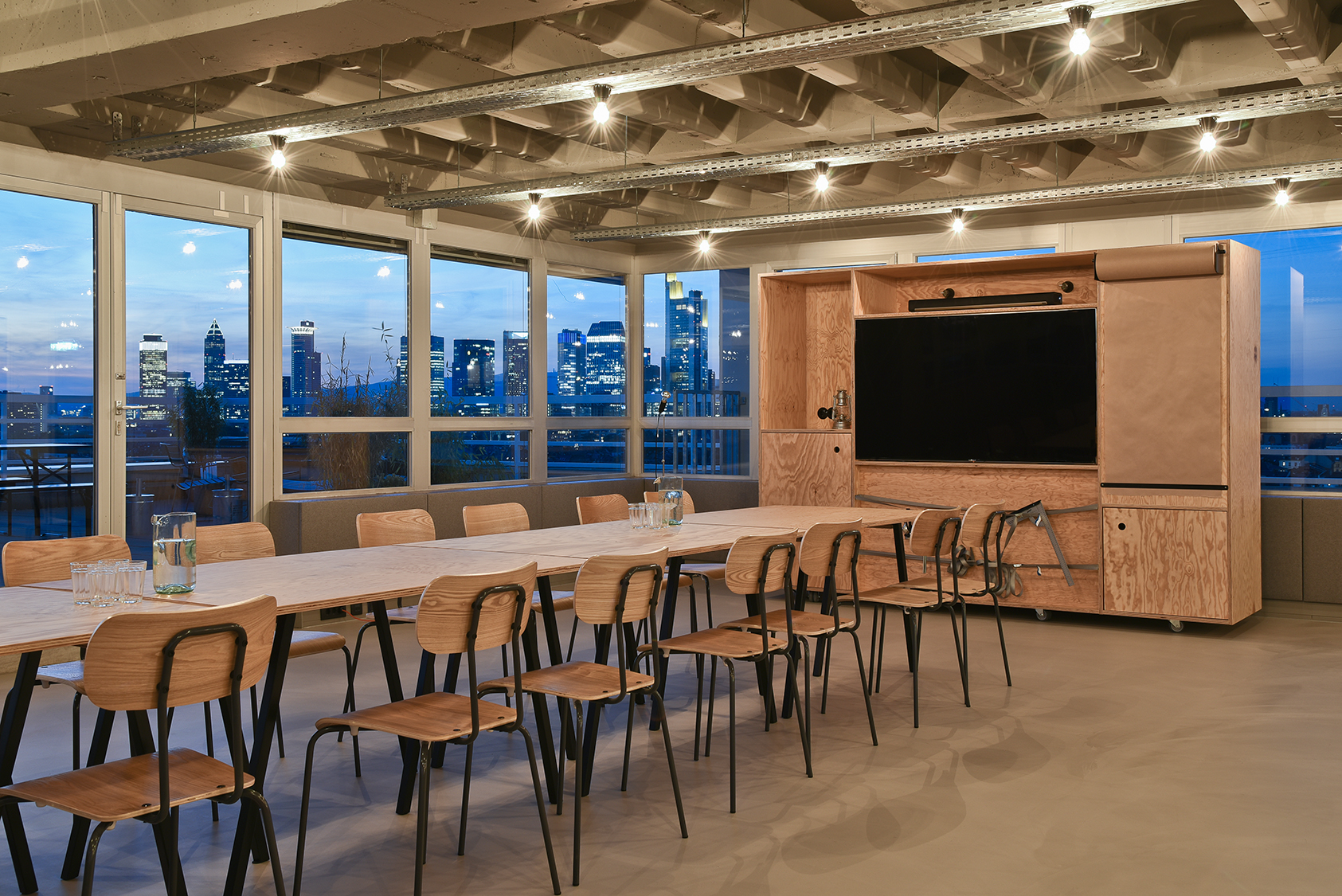 Meeting area with view and lights 2.jpg