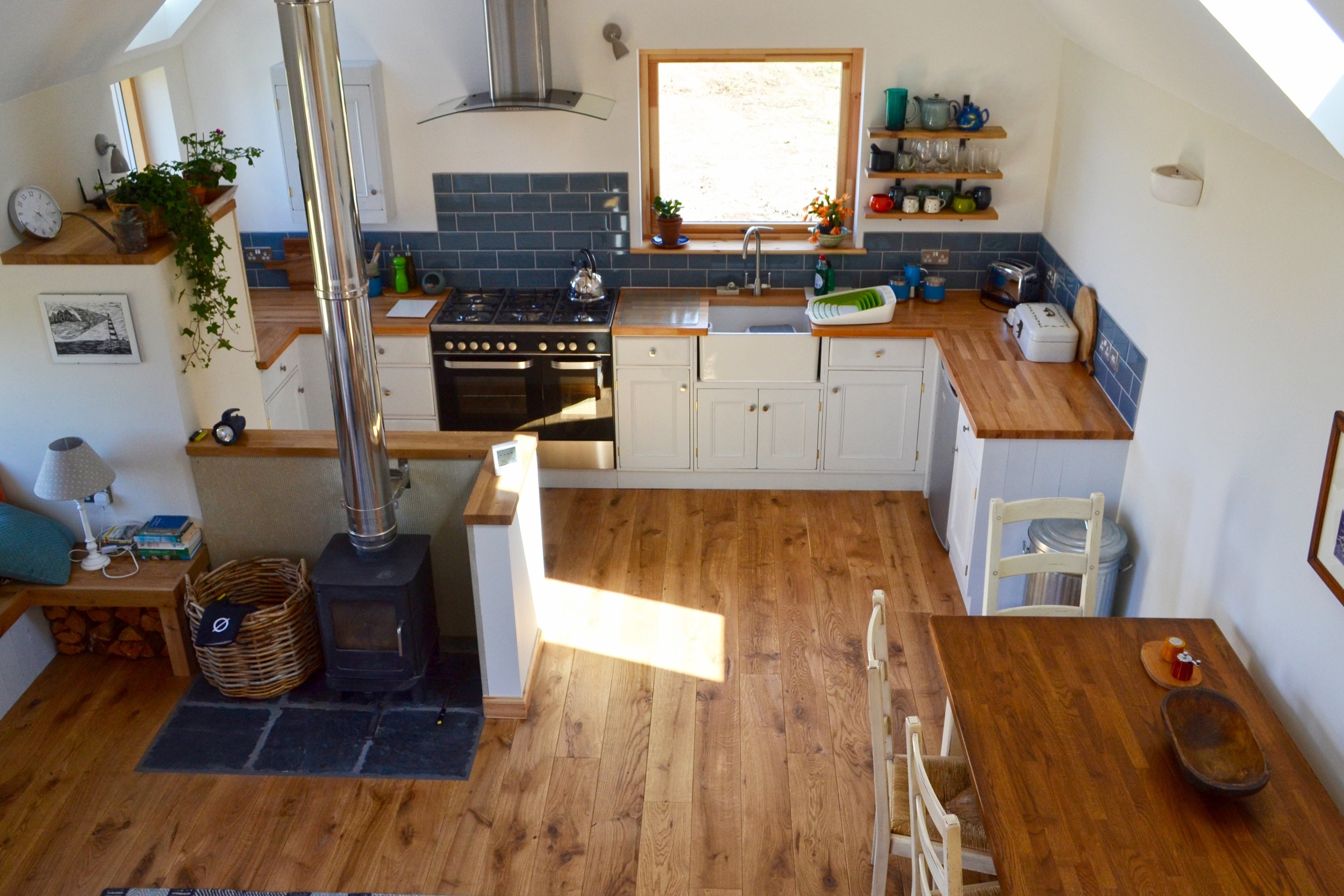 Open plan living, kitchen & dining area.