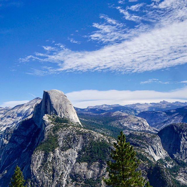 Half Dome 😍  #yosemite #yosemitenationalpark #halfdome #glacierpoint #california #hike # views #nature #landscape #summer #instagood #instadaily #travel # roadtrip #adventure #travelphotography #landscapephotography