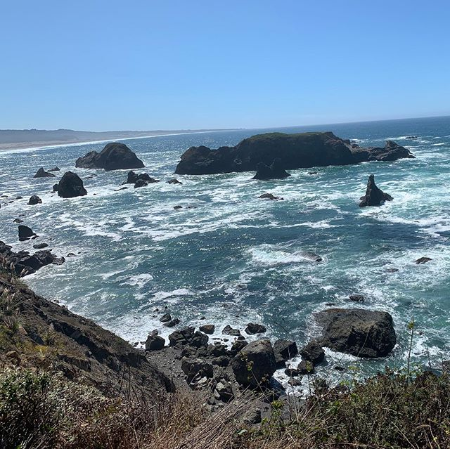 California coast 🌊🌴 #summer #sun #beach #coast #adventure #nature #waves #travel #california # roadtrip #westcoast #travelblogger #instapic #instadaily #instadailyphoto #photography