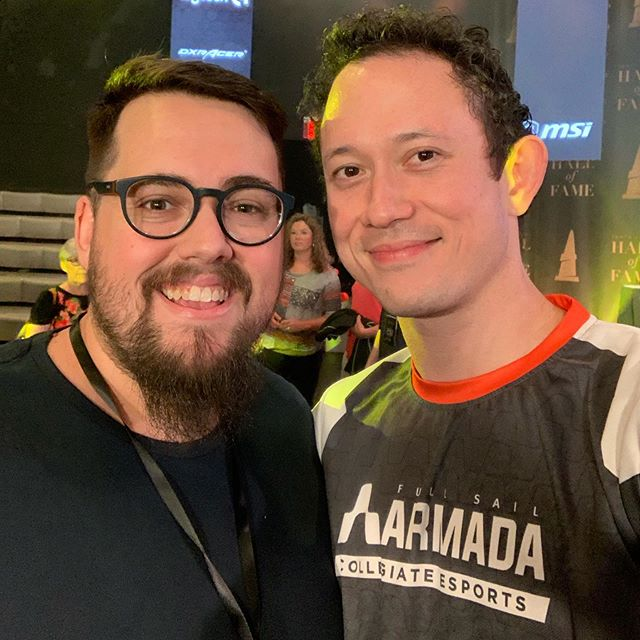 My fellow foodie, absolute @fortnite shredder, and good pal @ig_drnkie and I last night @fullsailarmada @fullsail 🤘 | today's schedule: 945am et 345pm et
