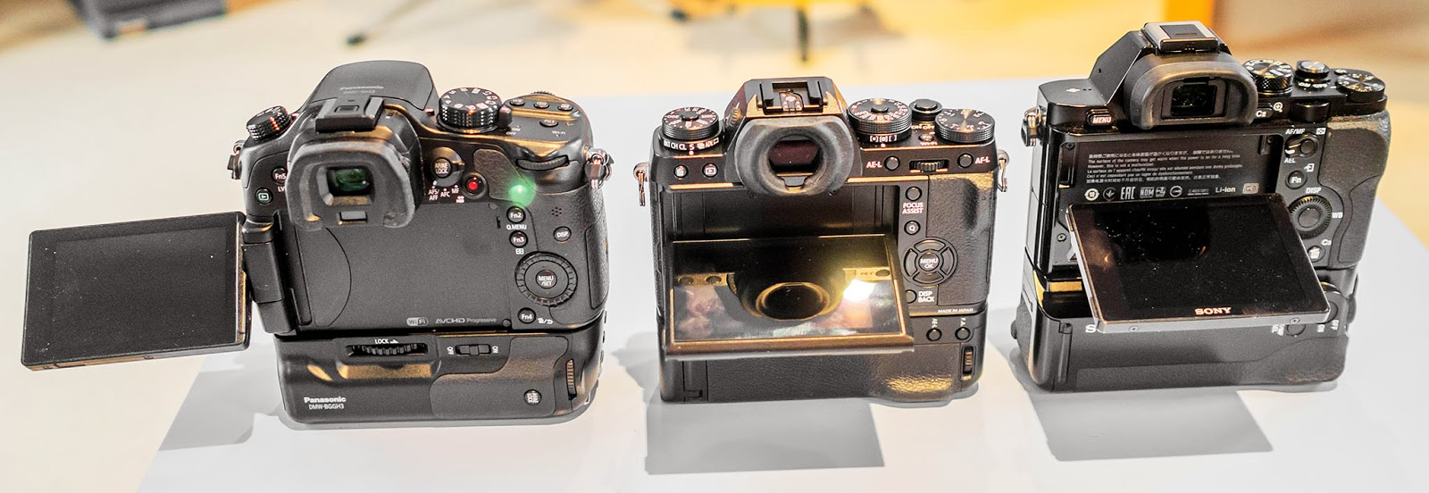 Fuji X-T1, Panasonic GH3, Sony A7r with their different adjustable live view screens.