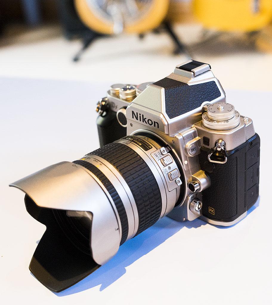 Nikon Df -Nikon 28-200mm f/3.5-5.6 AF-G