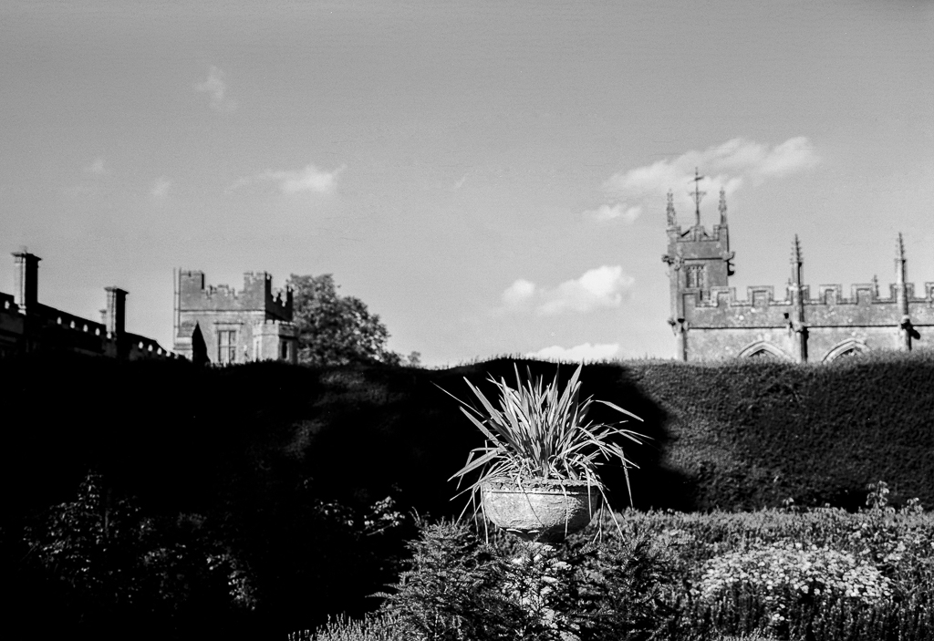 ruined-abbey-2-bw.jpg