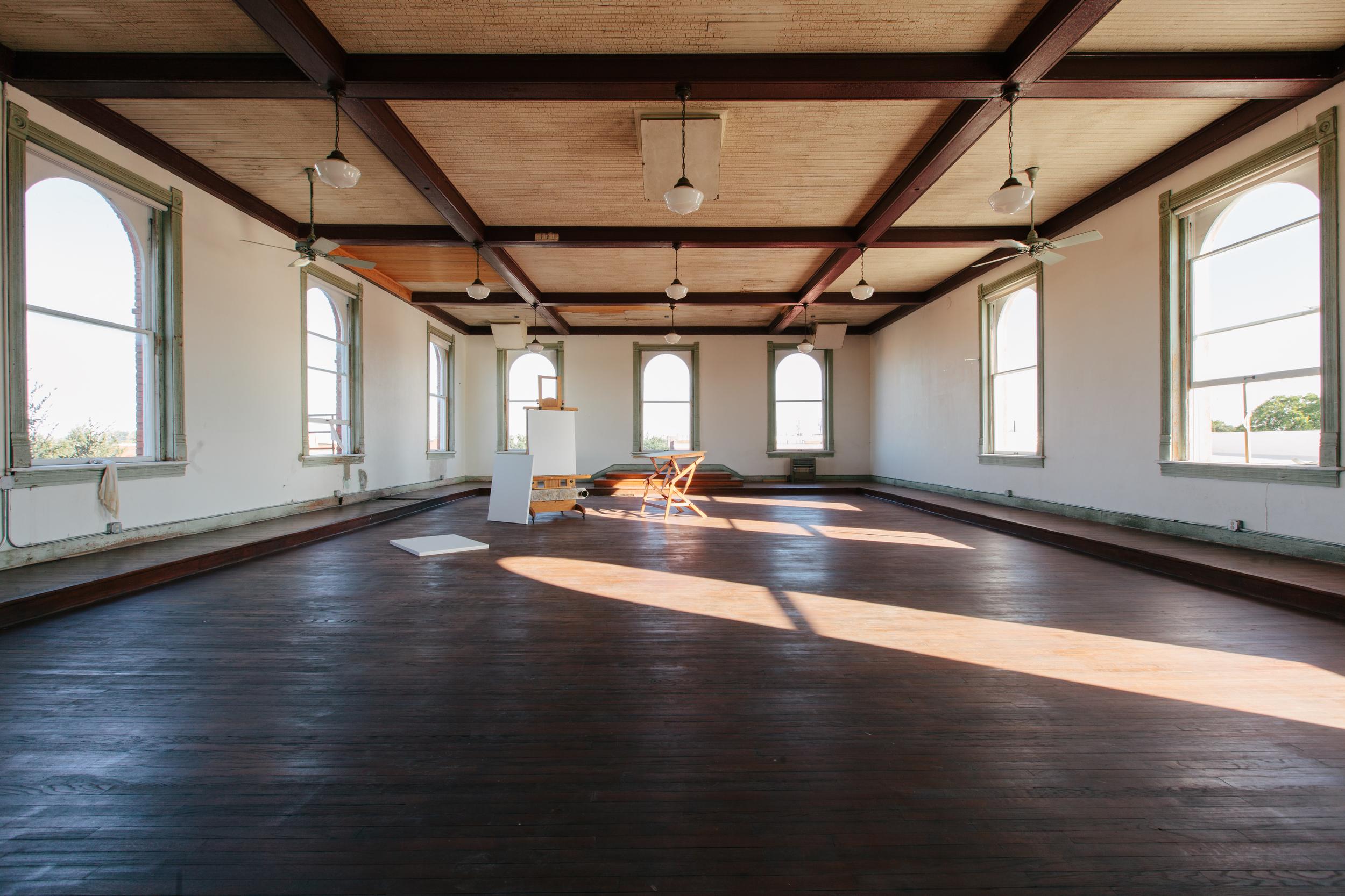 3rd Floor Studio — 100 W Corsicana