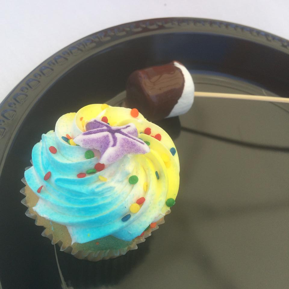 I absolutely LOVE Cupcakes! ... Angeliz Guevara