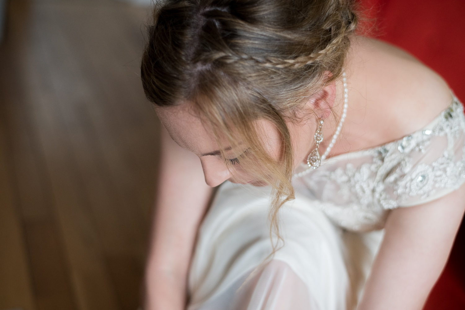 Documentary Wedding Photography 006 - bride getting ready