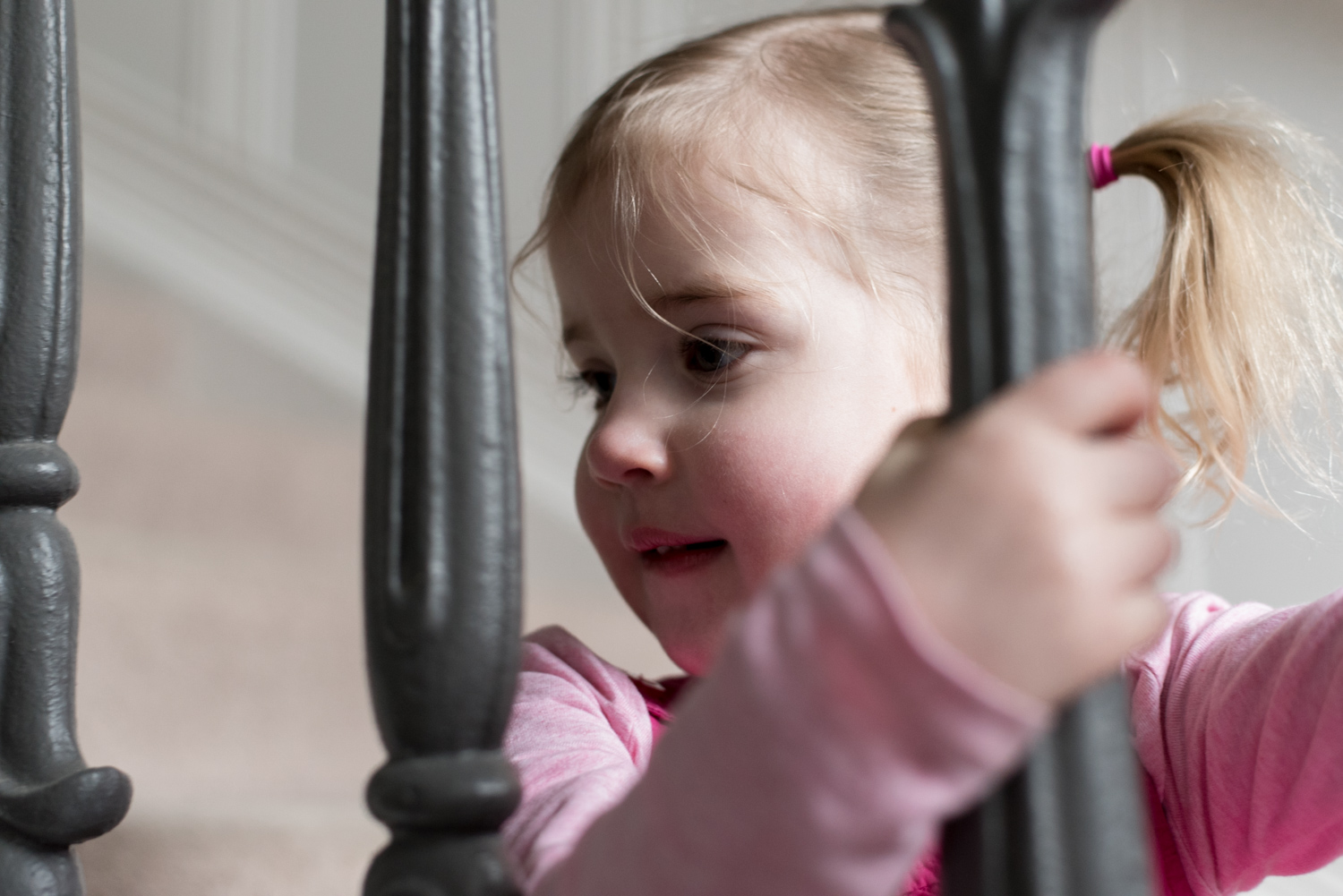 Family Photo Shoot In Dunfermline - girl explores the stairs_01