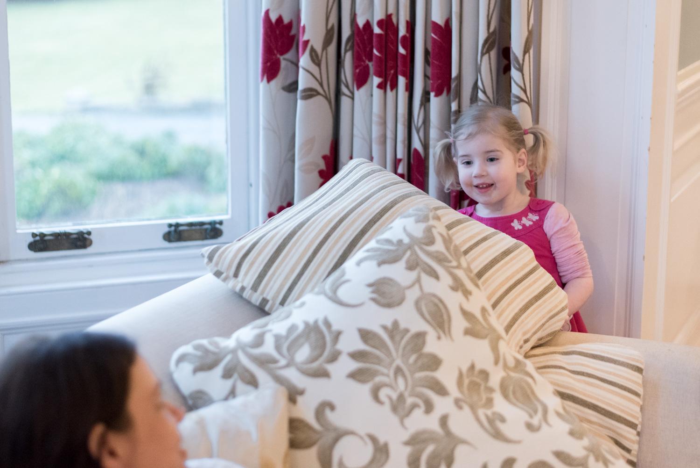 Family Photo Shoot In Dunfermline - hiding