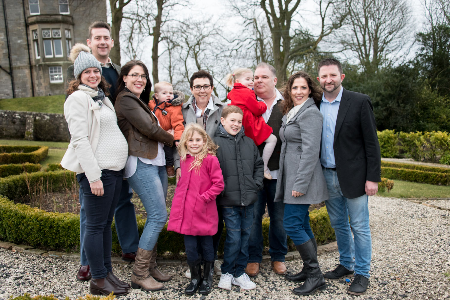 Family Photo Shoot In Dunfermline - large family family group photo