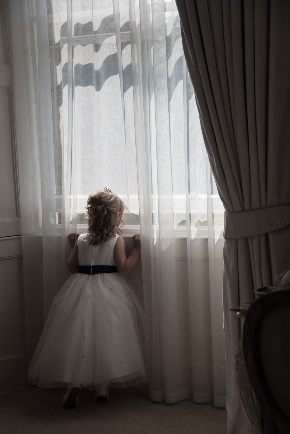 Weddings At Balbirnie House - kids at weddings looking out the window