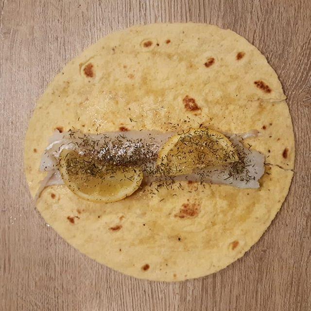 Filet de morue en papillotte de maïs. #chef #pornfood #gastronomie