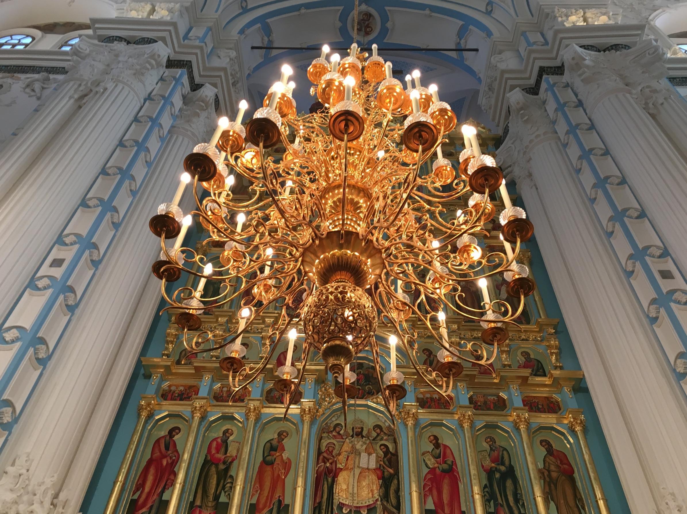 モスクワの教会にて撮影した大きなシャンデリア。日本の文化はもちろん、他の文化も美しいものですね。