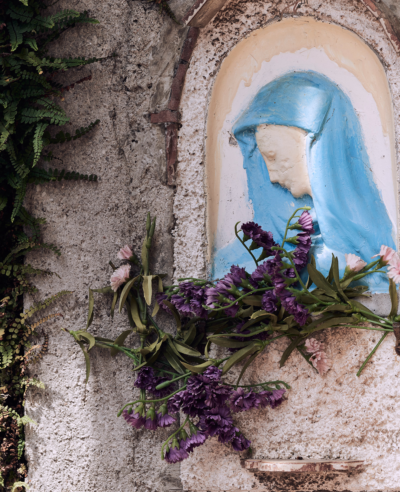 Flowers and sculpture in lake Garda Italy. Kirsty Owen photography
