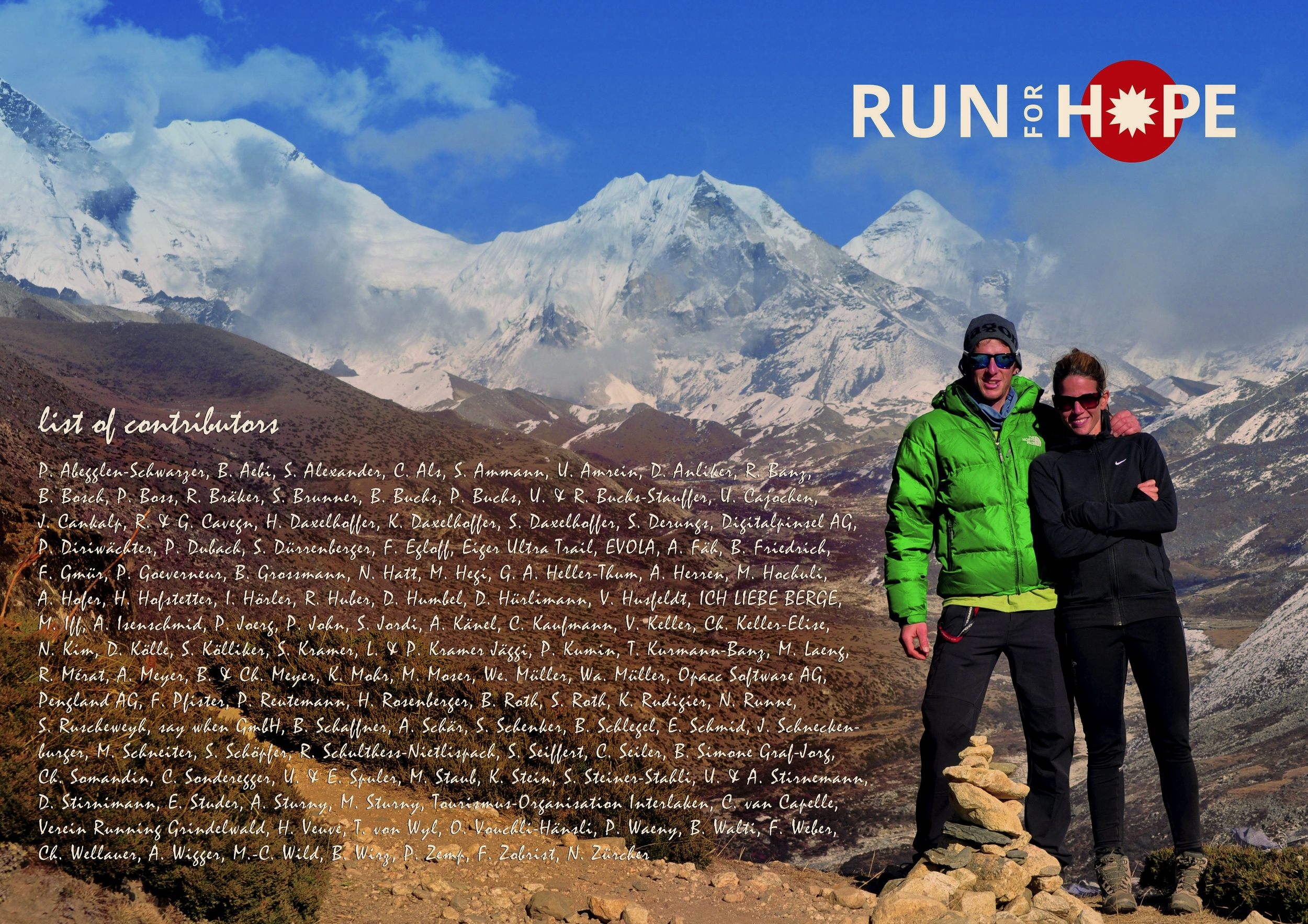 Dieses Bild mit den Namen aller Hoffnungsspender hat Brigitte in Kathmandu Menuka Gurung überreicht.